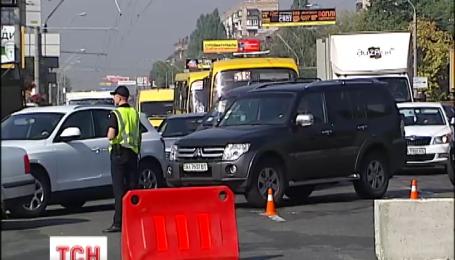 У столиці через ремонт дороги на проспекті Перемоги утворилися кілометрові затори