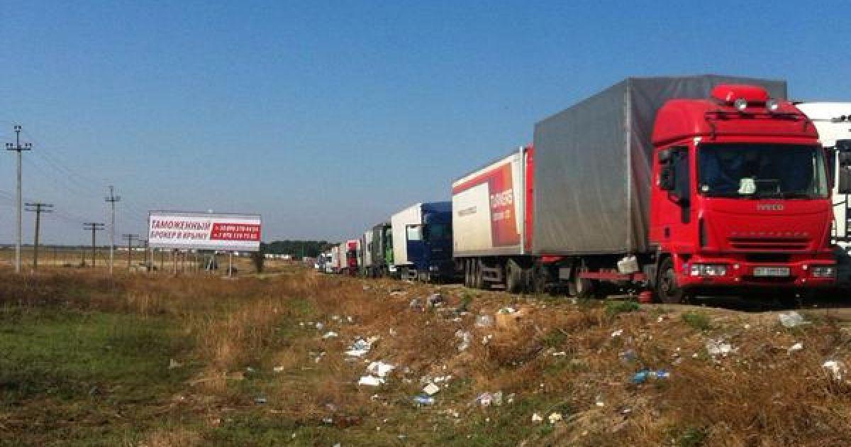 Первый пошел: на КПП для проезда в Крым со скандалами, но начали разворачивать фуры
