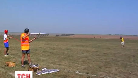 Соревнования из воздушных боев устроили авиамоделисты на Буковине