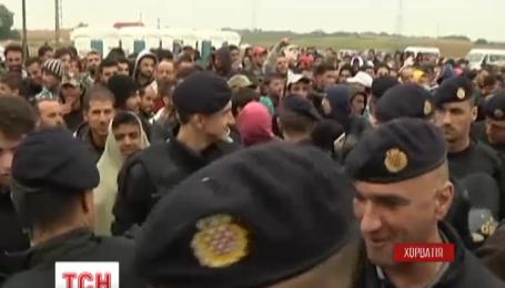 Сутички між поліцією та мігрантами вранці спалахнули біля мігрантського табору в Хорватії