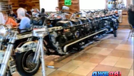 На самый длинный в мире мотоцикл может сесть 10 байкеров