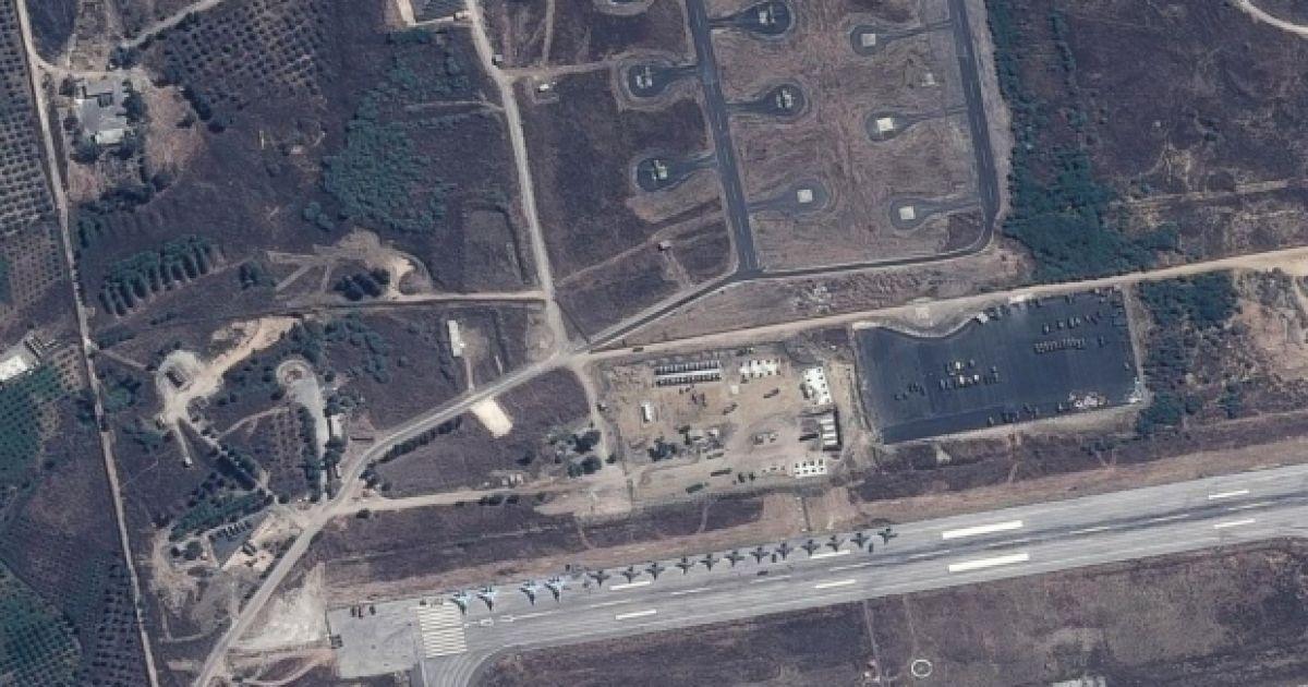 США показали супутникові знімки літаків РФ на аеродромі в Сирії