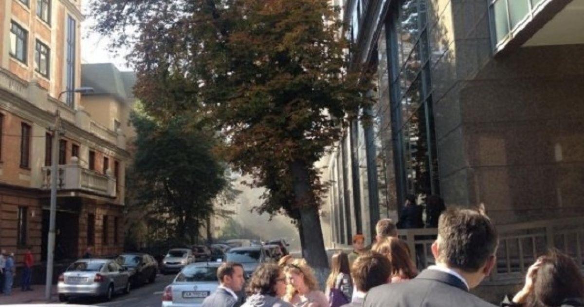 В Киеве горел офисный центр на Печерске: пожарные эвакуировали 350 человек