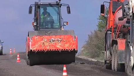 На ділянці дороги Львів-Івано-Франківськ працюють понад 70 одиниць найсучаснішої техніки