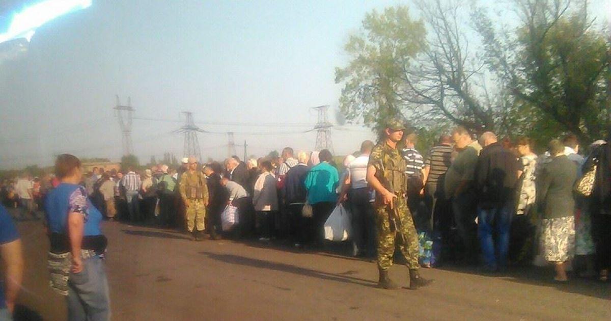 Понад 300 машин потрапили у затор біля блокпосту терористів @ Фото із соцмереж