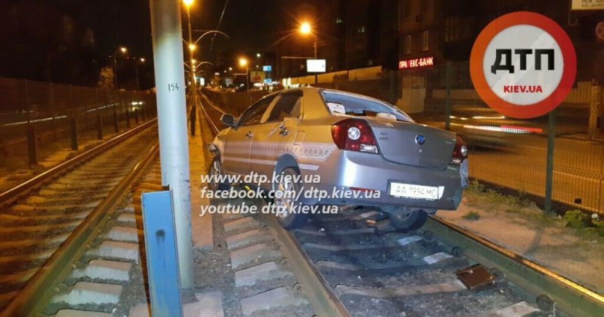 Пьяный водитель устроил ДТП @ dtp.kiev.ua