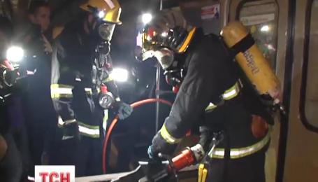 Вночі у київському метро рятувальники вчилися ліквідовувати наслідки теракту