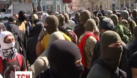 Активісти у Харкові штурмували мерію та будинок Добкіна