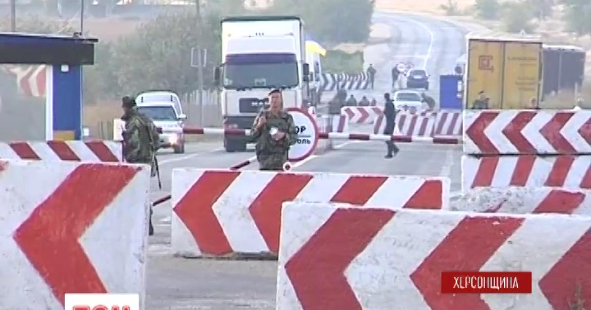П'ятий день блокади Криму: фури з українськими товарами роз'їхались, а наметів активістів побільшало