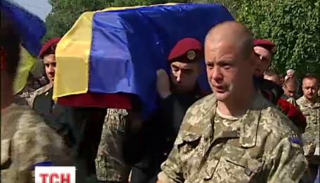 На Киевщине попрощались с 38-летним бойцом, который погиб на Востоке Украины