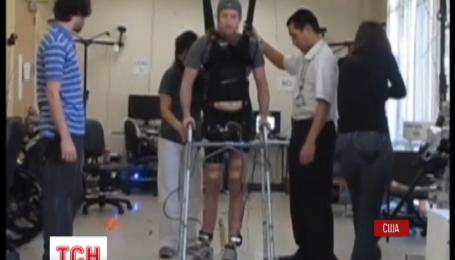 Вчені з Південної Каліфорнії допомогли паралізованому стати на ноги за допомогою комп'ютера