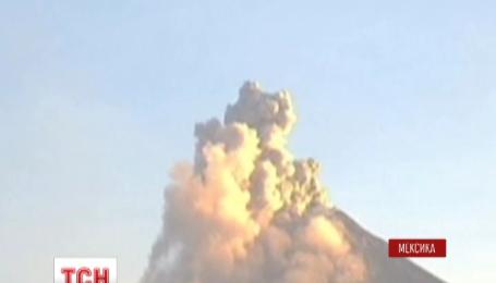 Вулкан Коліма продовжує лякати мексиканців