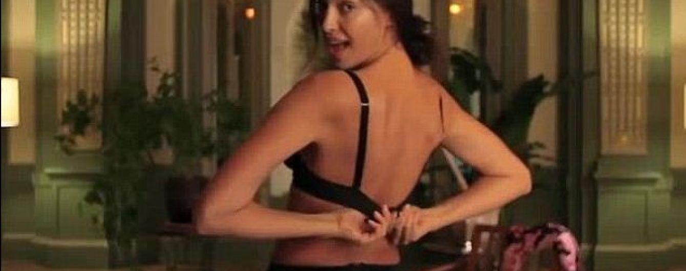 otkrovennie-striptiz-foto-porno-russkih-sosedkah-bolshie-zhopi