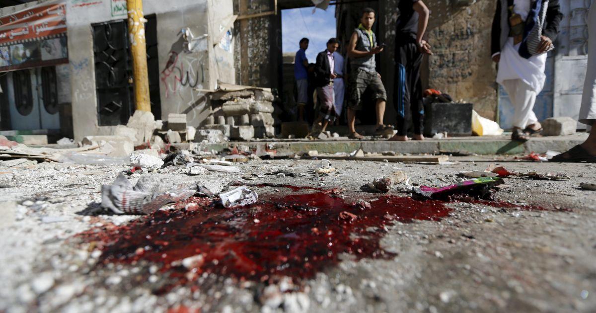 В мечети Йемена смертники подорвали себя во время утренней молитвы: десятки погибших