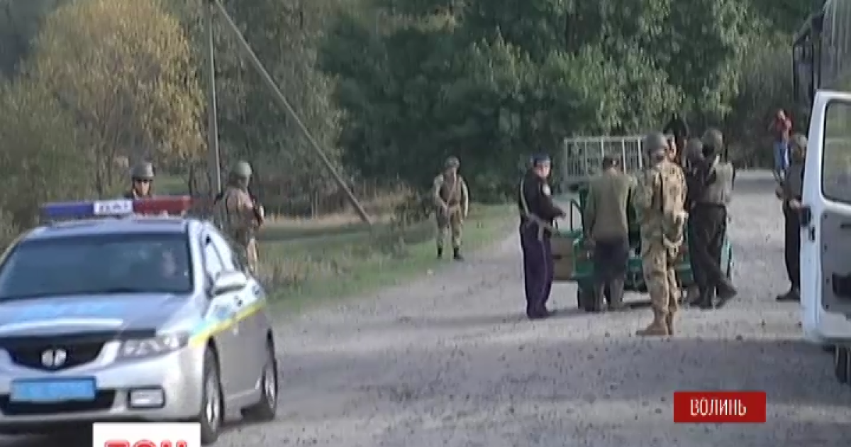 Янтарная война на Волыни: копатели перекрыли трассу Киев-Варшава, милиция подтянула резервы