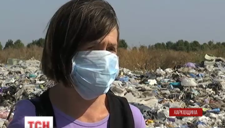 На Харьковщине четвертые сутки горит свалка