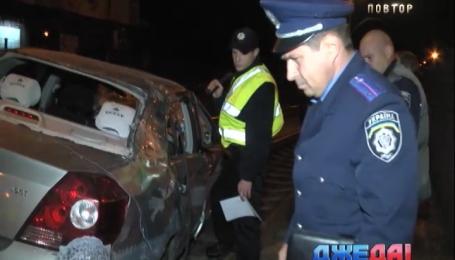 На столичной улице Борщаговской легковушка снесла ограждение скоростного трамвая