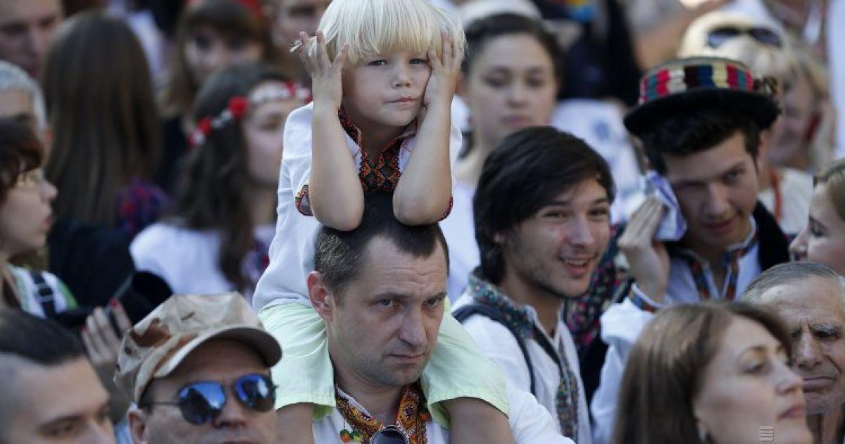 Тисячі українців у барвистих вишиванках вийшли на Мегамарш - Фото ... 19f5d19aaf86c