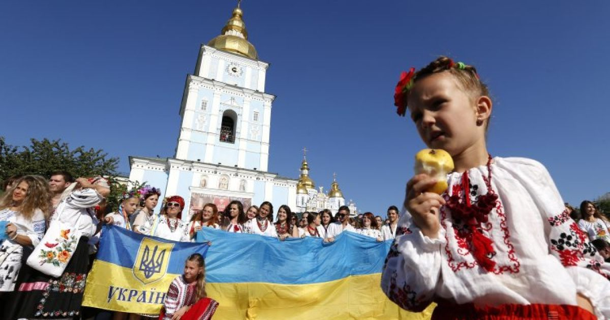 Европа или Россия. Украинцы признались, с кем хотят иметь тесные отношения