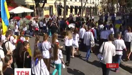 В Одессе состоялся массовый парад вышиванок