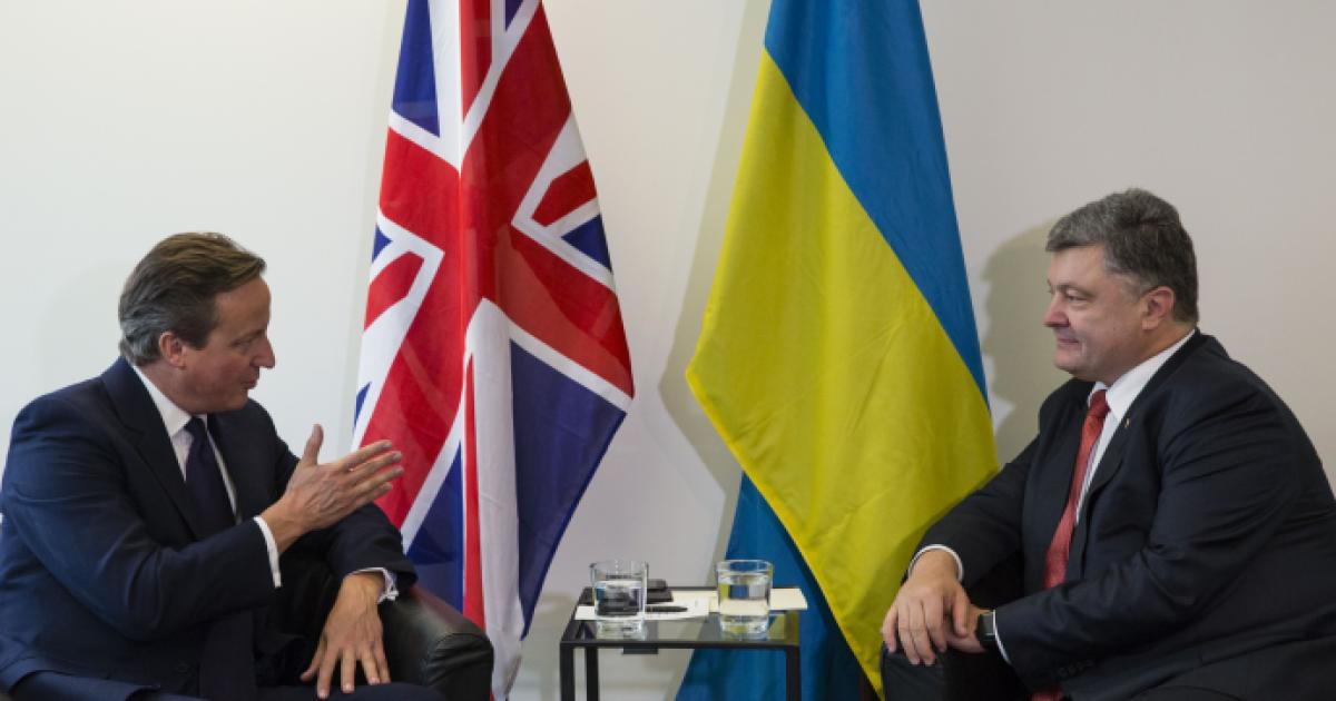 Прем'єр Британії пообіцяв Порошенку допомогати українській армії