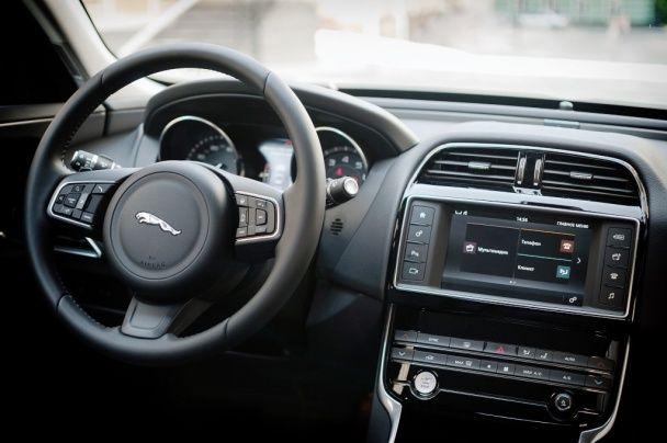 Тест-драйв Jaguar XE: Эффект Ягуара
