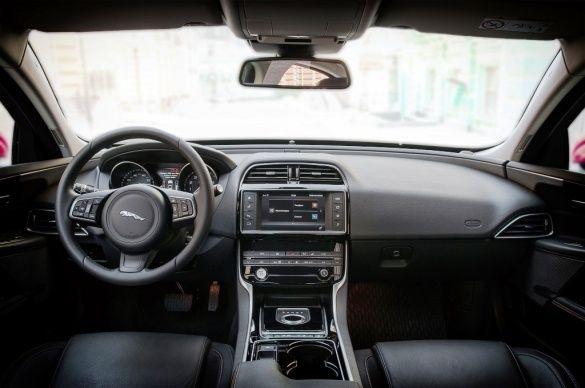 Jaguar XE_22