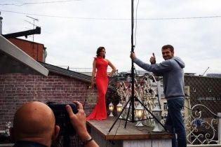 Свободная и роскошная: бывшая жена Безрукова примерила образ lady in red