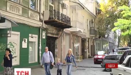 В Одессе начинают восстанавливать повреждения в жилых домах после вчерашнего взрыва