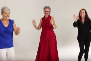 У Мережі показали, як розкуті бабусі вчилися сучасному відвертому танцю