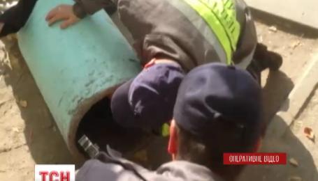 МЧСники спасли первоклассника, который застрял в мусорном баке
