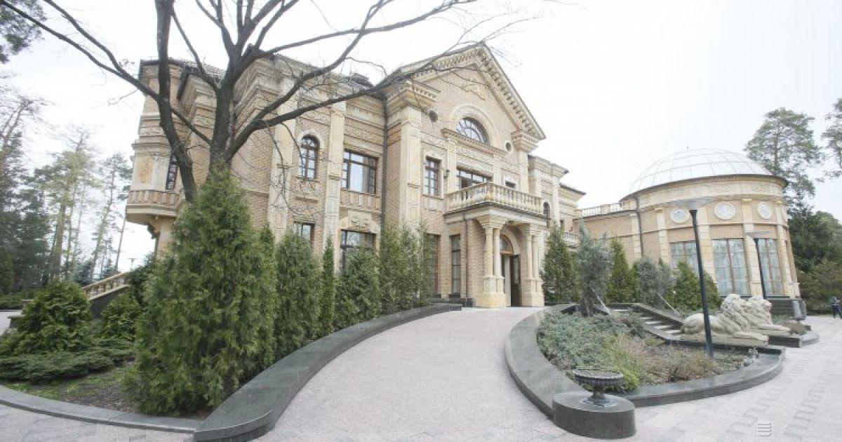 Пустая роскошь: в Конча-Заспе массово продаются заброшенные дворцы богачей
