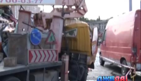 В Одессе авария двух фур частично парализовала движение транспорта возле автовокзала