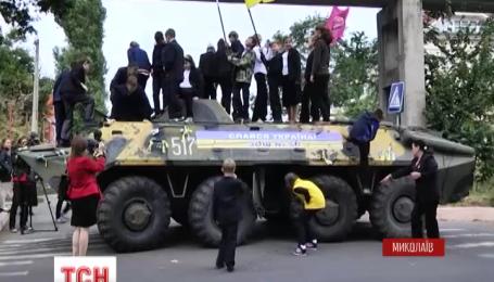 В Николаеве шестиклассники собрали более 20 тысяч гривен, чтобы отремонтировать БТР