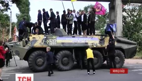 В Николаеве школьники собрали более 20 тысяч гривен на ремонт БТР