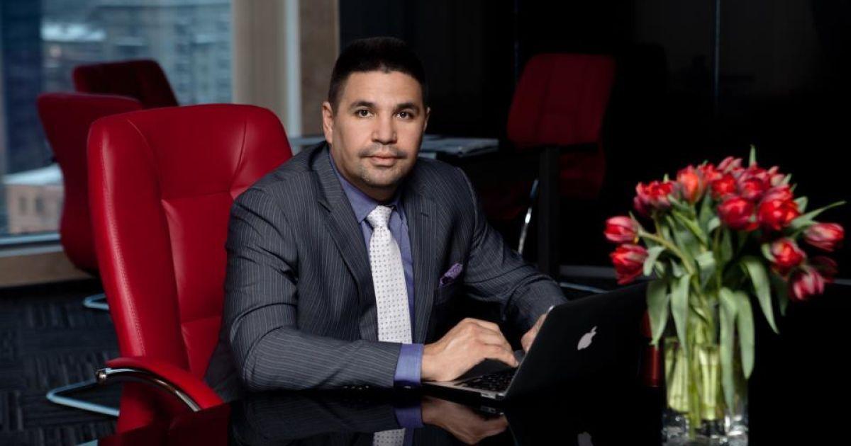 Неизвестный разбил голову кандидату в мэры Харькова