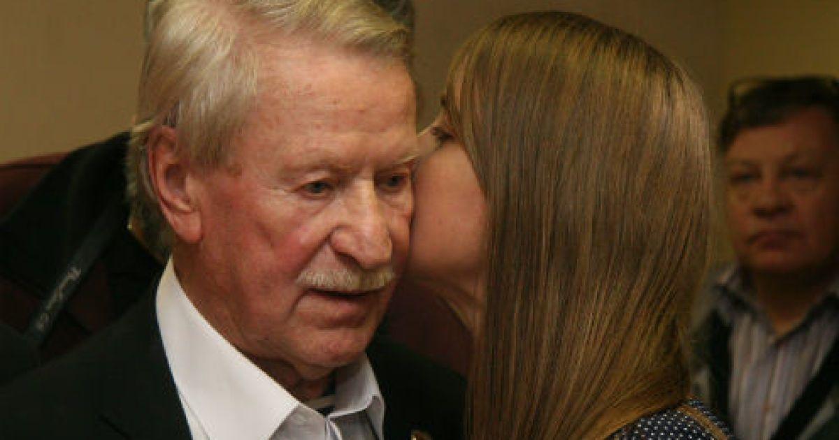 85-летний Иван Краско познакомил 24-летнюю жену с друзьями