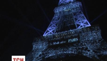 Эйфелева башня специально к неделе моды засветилась новыми огоньками
