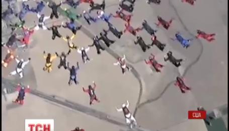 12 украинцев стали участниками мирового рекорда по парашютному спорту