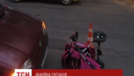 У Вінниці жінка-водій на іномарці збила одразу двох матерів з немовлятами
