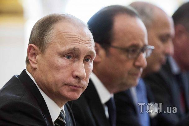 """Насупленный Порошенко и рассматривающий ногти Путин. """"Нормандская четверка"""" села за стол переговоров"""