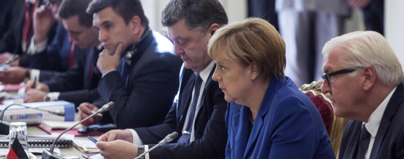 """Порошенко и Меркель обсудили возможность встречи в """"нормандском формате"""""""