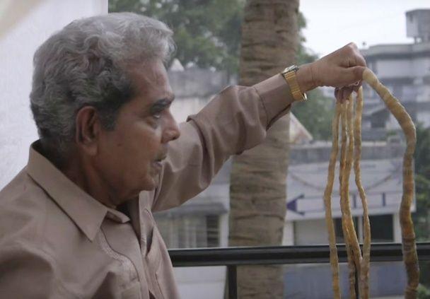 Новый рекорд Гиннесса: за 62 года индус отрастил почти 2-метровые ногти