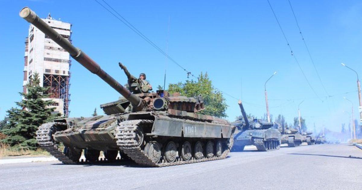 Луганські бойовики почали відводити танки від лінії зіткнення.