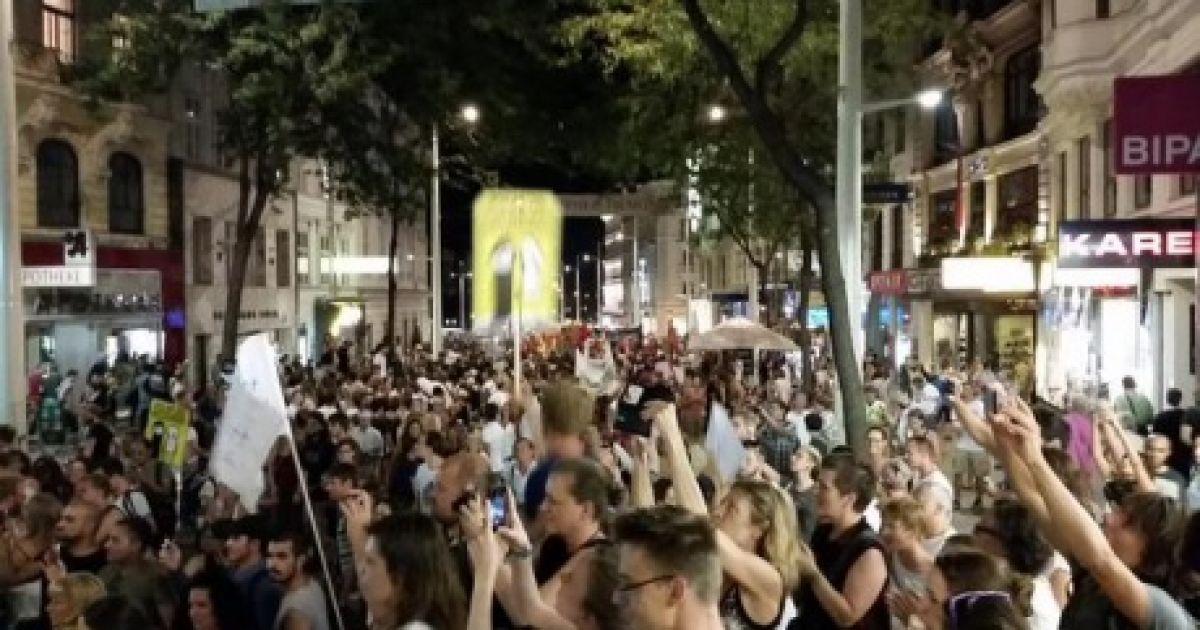 В Вене десятки тысяч людей устроили акцию в поддержку беженцев