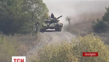 Украинские военные начали отвод вооружений на Луганщине