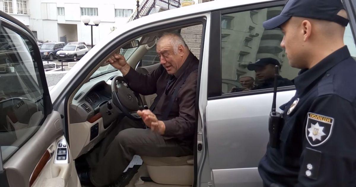 Киевские полицейские задержали пьяного кандидата в мэры Харькова