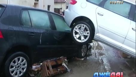 Ливень во Франции разрушил мосты и изувечил авто