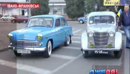 В Ивано-Франковске мерялись силой атлеты и ретро-автомобили