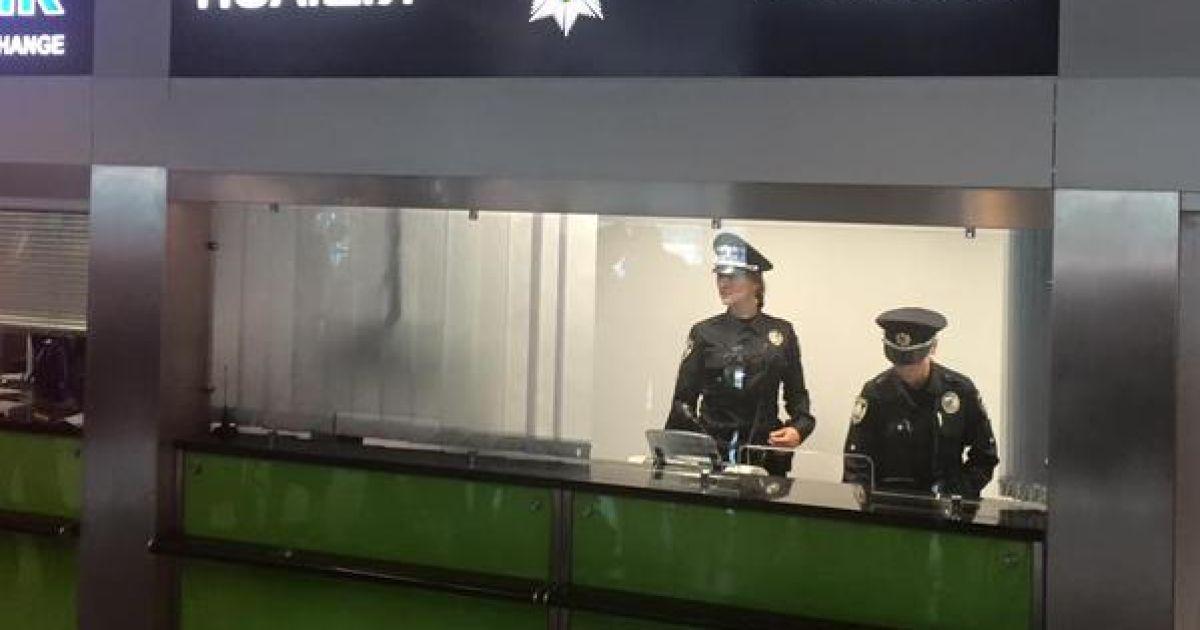 """В аэропорту """"Борисполь"""" дали старт патрулированию новой полицией @ Twitter/@Kabmin_UA"""